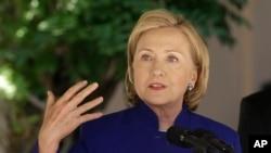 """Clinton: """"Las grandes naciones necesitan principios organizativos y 'No hagas cosas estúpidas' no es un principio organizativo""""."""