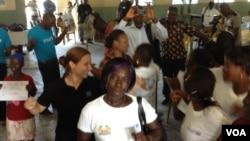 Jamilah Jawara, an Ebola survivor, dances in celebration with fellow survivors, Kenema, Sierra Leone, Oct. 17, 2014. (Nina deVries/VOA)