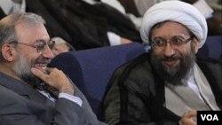 محمدجواد لاریجانی می گوید برادر او که رئیس قوه قضاییه است، پی به کم فایده بودن مجازات اعدام برده است.