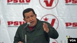 El presidente de Venezuela Hugo Chávez emplazó a EE.UU. a romper relaciones.