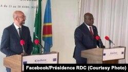 Mokambi ya Conseil européen Charles Michel (G) na président Félix Tshisekedi na bokutani na bapanzi sango na Kinshasa, RDC, 29 avril 2021. (Facebook/Présidence RDC)