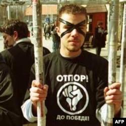 Performans članova Otpora tokom borbe protiv Miloševića