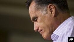 Romney hace una pausa durante un evento de campaña en Pensilvania, el 17 de julio de 2012.