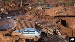 6일 브라질 미나스 제이라스 주의 대형 광산 댐이 붕괴돼 인근의 작은 마을인 벤토 로드리게스 마을이 쑥대밭이 되었다.