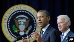 Tổng thống Obama và phó Tổng thống Biden công bố đề xuất kiểm soát súng tại Tòa Bạch Ốc, ngày 16/1/2013.