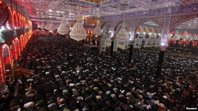 Pilgrims pray at Imam Hussein shrine during the Shi'ite religious ceremony of Arbaeen, holy city of Karbala, Iraq,Jan. 2, 2013.