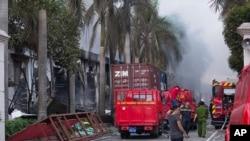 Những đám đông nổi loạn đã đốt phá mười mấy công xưởng, kể cả những công xưởng của người Hàn Quốc và Đài Loan tại tỉnh Bình Dương, ngày 14/5/2014.