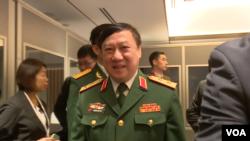 越南军方高级官员会后离开会场(美国之音黎堡摄)