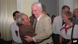 Tù binh đến thượng khách: Những khoảnh khắc khó quên của John McCain ở VN