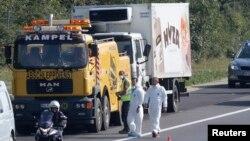 Chiếc xe tải bị phát hiện hôm 27/8/2015 trên một xa lộ ở Áo, chứa ít nhất 71 xác di dân chết vì ngạt thở.