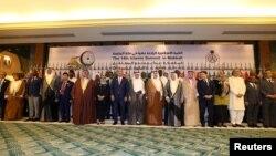 ບັນດາລັດຖະມົນຕີວ່າການຕ່າງປະເທດ ຂອງອົງການເພື່ອການຮ່ວມມືຂອງອິສລາມ ຫຼື OIC ຖ່າຍຮູບນຳກັນ ໃນລະຫວ່າງ ການກະກຽມກອງປະຊຸມ ສຸດຍອດ ຫຼາຍຮອບ ໃນເມືອງທ່າ ເຈດດາ (Jeddah) ຂອງຊາອຸດີ ອາຣາເບຍ, ວັນທີ 29 ພຶດສະພາ 2019.