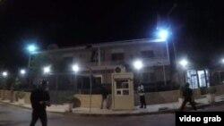 تصویری از ویدئوی حمله به سفارت ایران در یونان