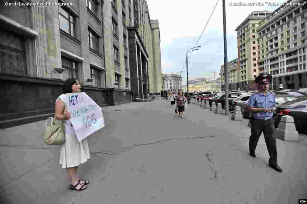 Серия одиночных пикетов возле Госдумы