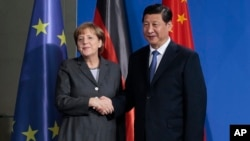 中国国家主席习近平3月28日在柏林与德国总理默克尔会晤
