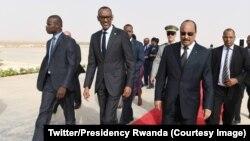 Le président mauritanien Mohamed Ould Abdel Aziz et le président Kagame à Nouakchott en Mauritanie le 29 juin 2018. (Twitter/Presidency Rwanda)