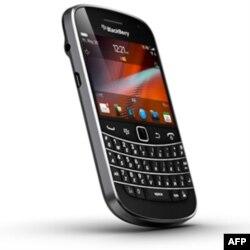 BlackBerry 100 Dolar'la Müşterilerini Koruyabilecek mi?