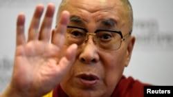 西藏精神领袖达赖喇嘛在一个记者会上讲话(2017年9月11日)