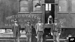 Američka pošta je u 19. stoljeću bila važan čimbenik u povezivanju nove države koja se protezala preko cijelog kontinenta