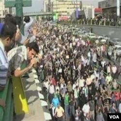 Brojni bloggeri i drugi disidenti su na internet postavljali snimke protesta nakon izbora u Iranu