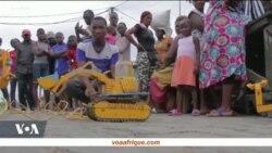 Portrait d'un fabricant de jouets à Douala