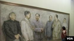 第一代中国领导人(国画):右起:邓小平、毛泽东、朱德、 周恩来、刘少奇、陈云。(美国之音张楠拍摄)