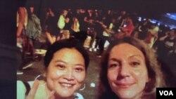 安可馨(Angela Kochritz)與中國籍助手張淼(照片由安可馨提供)