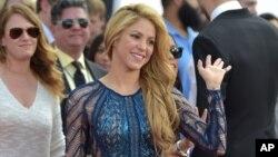 Shakira ha sido vinculada en más de una ocasión con temas de plagio o violación de derechos de autor.