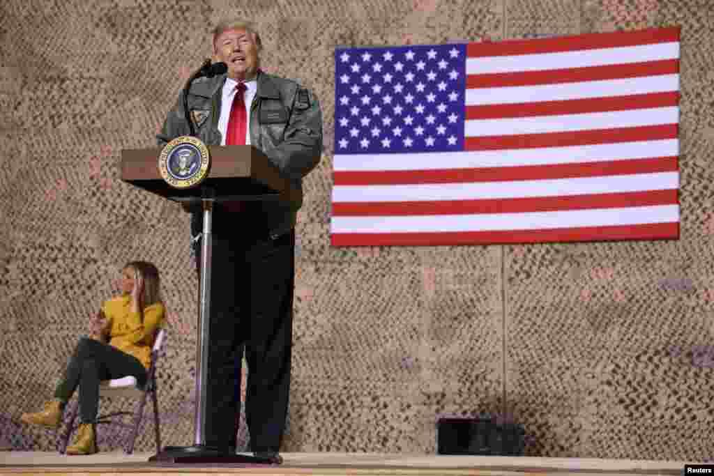 پرزیدنت ترامپ در سفر سر زده خود به عراق در جمع سربازان آمریکایی سخنرانی کرد. او به عنوان رئیس جمهوری، برای نخستین بار در منطقه جنگی حضور یافت.