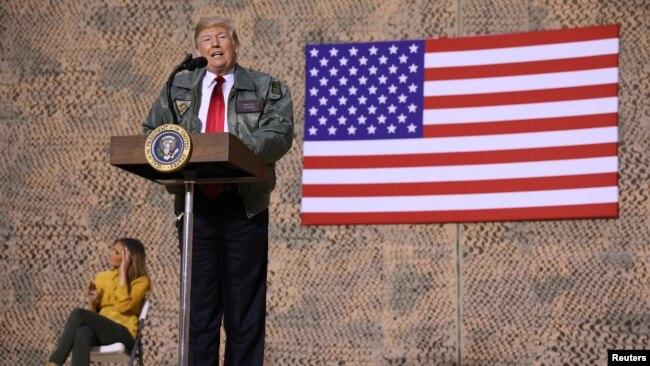 گالری عکس: دیدار از پيش اعلام نشده پرزیدنت ترامپ و بانوی اول با سربازان آمریکا در عراق