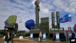 رسانه های روسیه گزارش داده که مسکو در نظر دارد تا سیستم های میزایل S-300 را به سوریه بفروشد