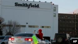 Мясоперерабатывающий завод Smithfield Foods в Южной Дакоте был закрыт 9 апреля из-за вспышки коронавируса