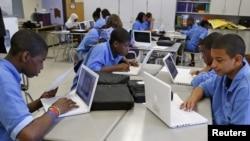 Murid-murid di Sekolah Dasar Pilot Lilla G. Frederick Pilot Middle School di Dorchester, Massachusetts. (Foto: Dok)