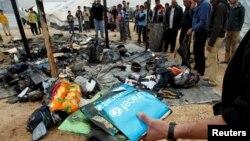 約旦靠敘利亞邊境難民營1月28日火災後﹐難民尋找灰燼下的物品