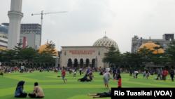 Masjid Raya Bandung Jawa Barat pada Juni 2019. (VOA/Rio Tuasikal)