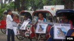 Tukang becak di Solo berkampanye untuk memberi dukungan Komodo sebagai bagian dari 'Tujuh Keajaiban Dunia' (foto: dok).