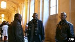 Claude Muhayimana, ibubanfu, na Innocent Musabyimana,iburyo , muri sentare mu Bufaransa mu 2013
