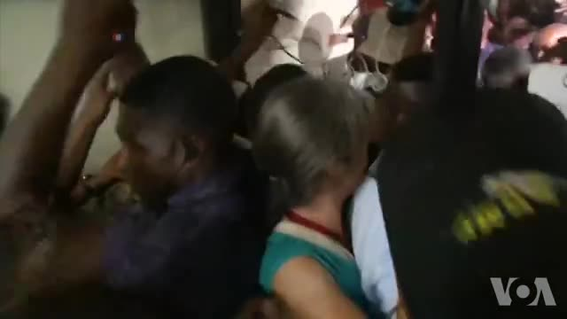 Jean-Bertrand Aristide répond à une convocation d'un juge (vidéo) - La Voix de l'Amérique