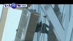 Thợ lau kính cửa sổ mắc kẹt trên tòa nhà ở New York