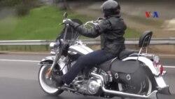 Phụ nữ lái xe mô-tô để xóa tan định kiến