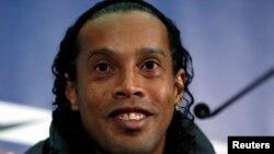 Ronaldinho lors d'une conférence de presse à Wembley, Londres le février 2013.