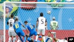 نخستین گول برازیل که توسط بازیکن شماره ۱۱ برازیل وارد دروازه کوستاریکا شد.