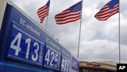 Giá xăng tại một trạm bán xăng
