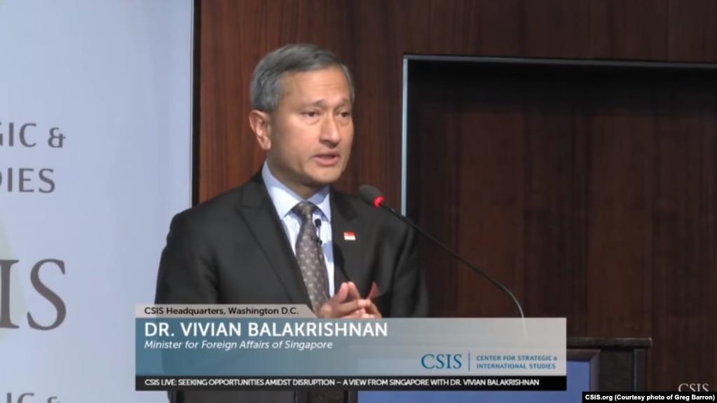 Ngoại trưởng Singapore Vivian Balakrishnan phát biểu tại một sự kiện ở Trung tâm Nghiên cứu Chiến lược và Quốc tế ở Washington hôm 15/5. Ông kêu gọi Mỹ cho Trung Quốc có tiếng nói nhiều hơn trong việc định hình các quy tắc toàn cầu. (Ảnh chụp từ video trên CSIS.org)