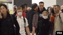 Aeropuertos en China, Japón y Hong Kong en alerta por reaparición de gripe aviar.