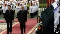 Chủ tịch nước Việt Nam Trương Tấn Sang và Quốc vương Campuchia Norodom Sihamoni.