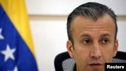 Vis Prezidan Venezuela a, Tareck El Aissami, bay detay sou entèdiksyon komèsyal la nan Caracas.