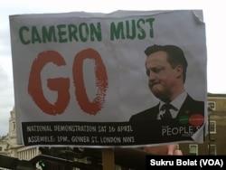 London əhalisi Kameronun istefaya getməsini tələb edir