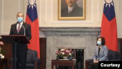 Bộ trưởng Y tế Hoa Kỳ Alex Azar phát biểu tại dinh Tổng thống Đài Loan, 10/8/2020.