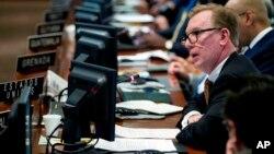 Subsecretario Adjunto para Asuntos del Hemisferio Occidental, Michael J. Fitzpatrick. Bolivia y Estados Unidos han intentado mejorar sus relaciones pero todo intento había fracasado hasta el momento.