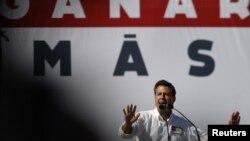 El candidato del PRI a la presidencia, Enrique Peña Nieto, encabeza las encuestas para este domingo. El pasado miércoles 27 de junio cerró su campaña en Monterrey.